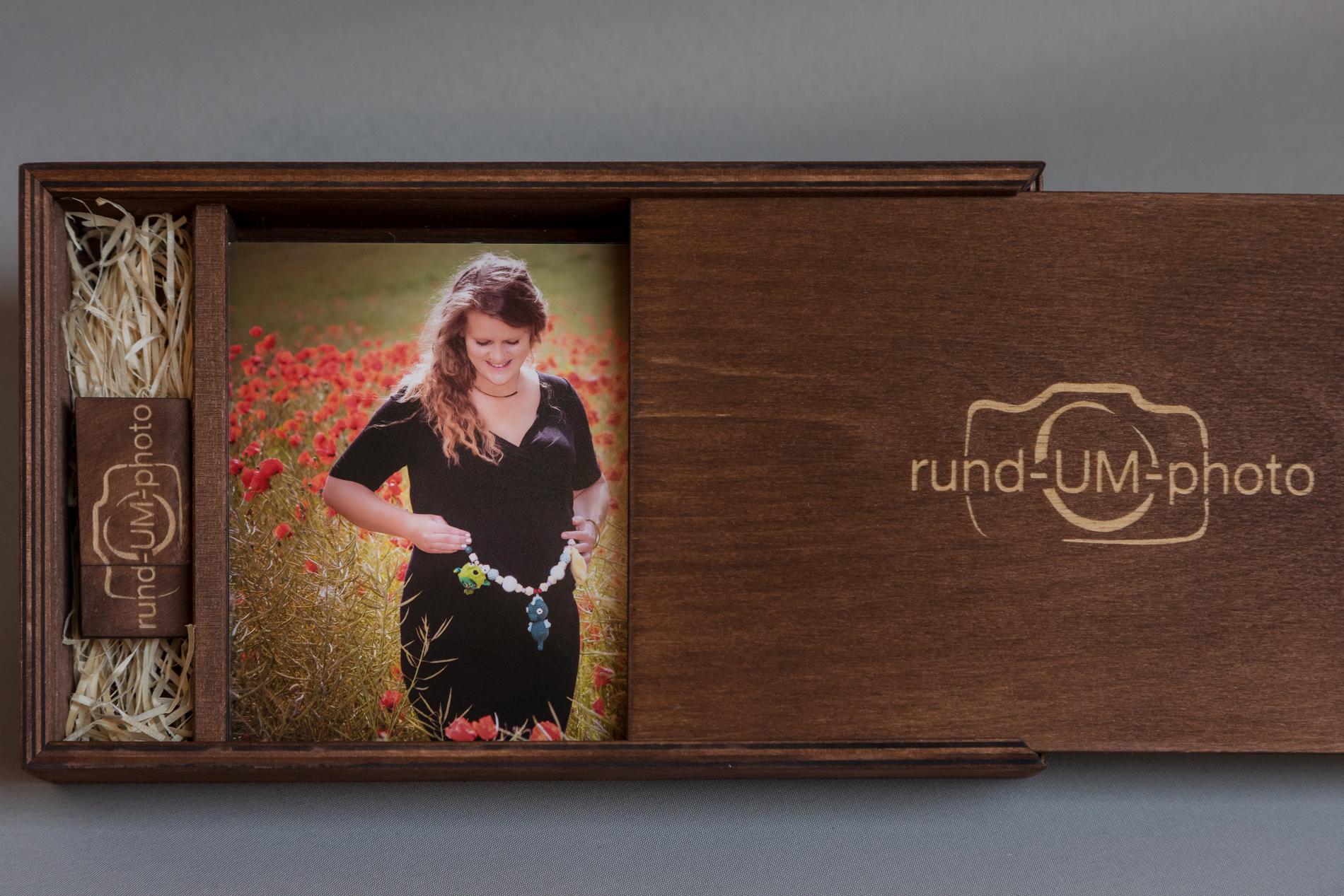 Deine Lieblingsbilder in einer personalisierten handgefertigten Holzbox.
