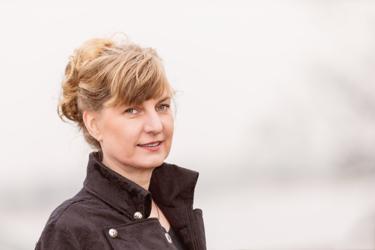 Portrait von der Autorin Kena Hüsers